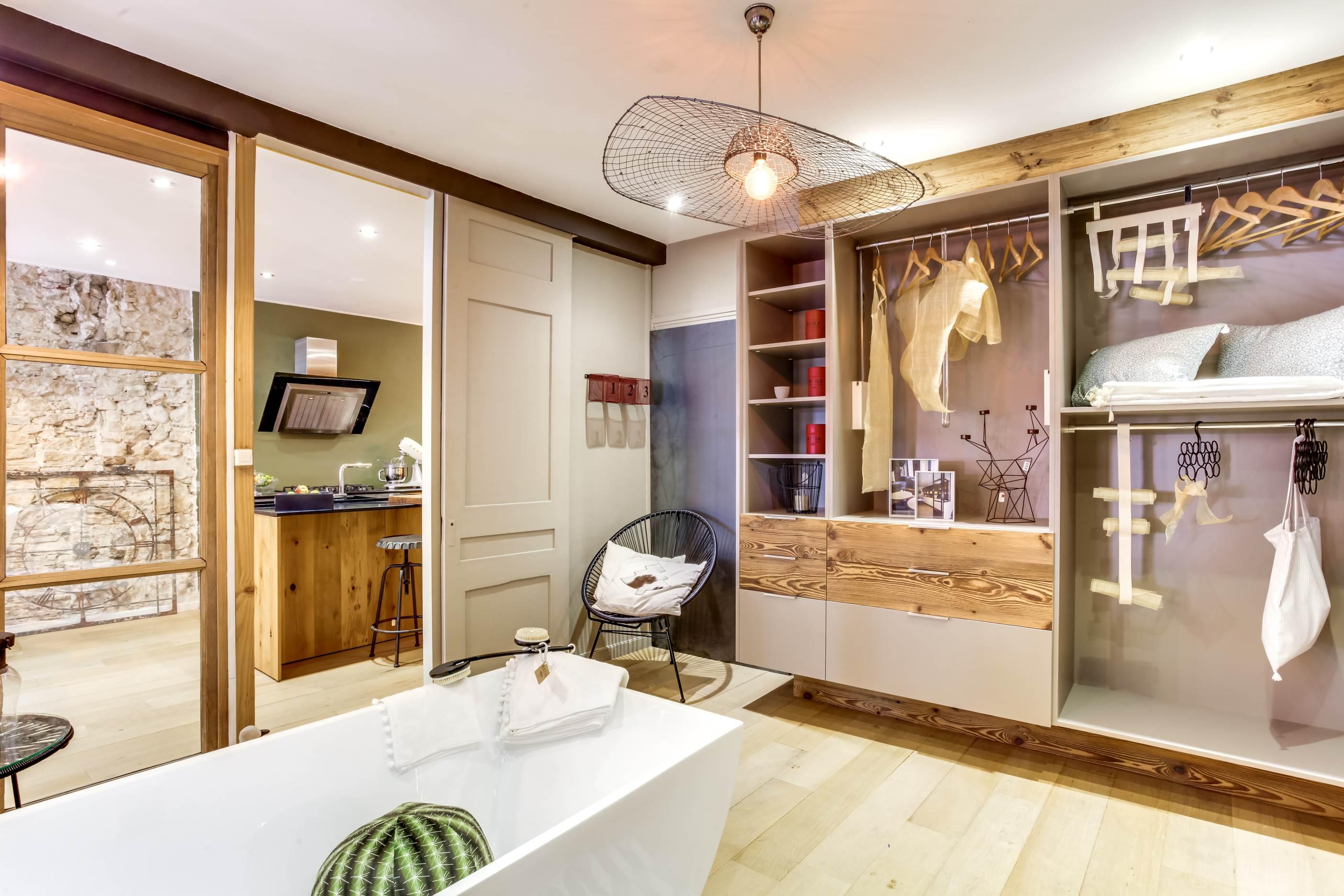meuble salle de bain lyon elegant meuble salle de bain avec vasque a poser pour idee de salle. Black Bedroom Furniture Sets. Home Design Ideas